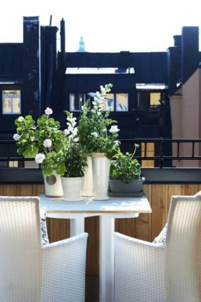 Elegant small Scandinavian terrace-Trendy designs for outdoor home spaces