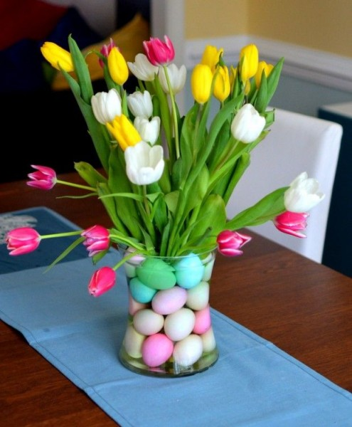 Fresh Easter table centerpiece with tulips-home decorations with impressive holiday ideas