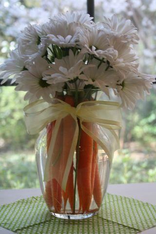 Fresh white flowers make a great table centerpiece-home decorations with impressive holiday ideas