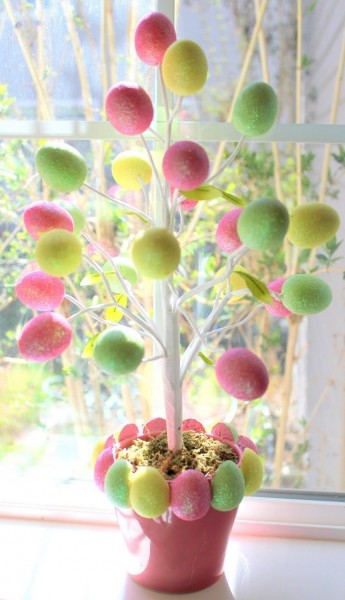 Handcrafted tree with Easter eggs-home decorations with impressive holiday ideas