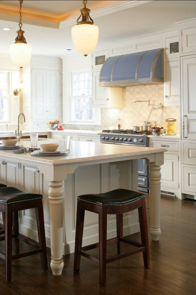 Kitchen island and black leather stools-42 Kitchen Interior Design Trends for Traditional Homes