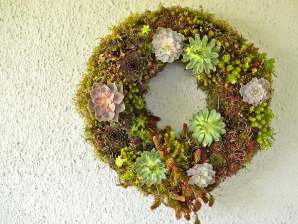 Natural green wreath for Easter – home decorating ideas for funny and joyful atmosphere