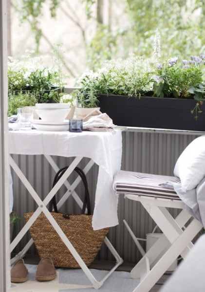 Neat and elegant Scandinavian terrrace-Trendy designs for outdoor home spaces