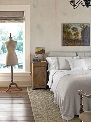 Neutral colored vintage bedroom– elegant interior design for sleeping rooms