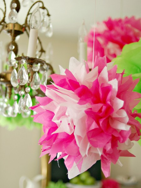 Original Easter hanging tissue pom poms – home decorating ideas for funny and joyful atmosphere