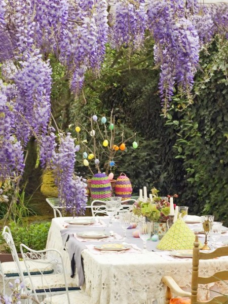 Outdoor Easter table setting – home decorating ideas for funny and joyful atmosphere