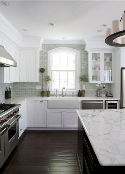 Popular White Kitchen with whtie granite countertop-42 Kitchen Interior Design Trends for Traditional Homes