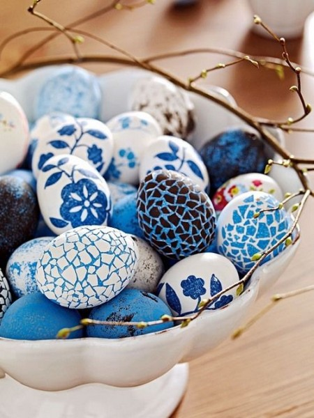 Porcelain centerpiece with blue and white eggs– Inspiring Easter Decorating Ideas for a Memorable Holiday