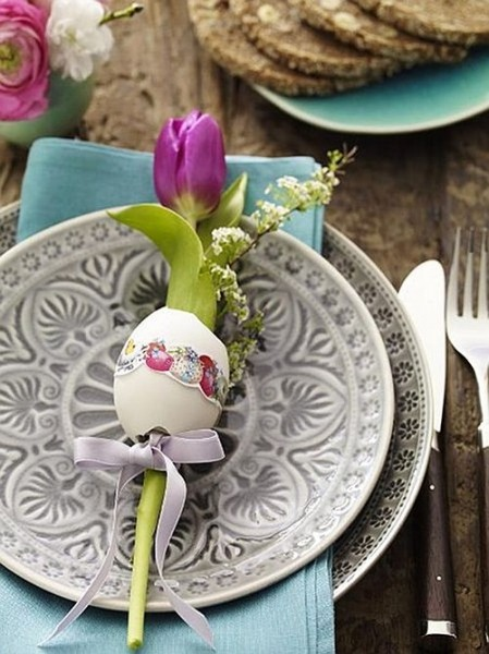 Purple tulip put in hollowed egg– Inspiring Easter Decorating Ideas for a Memorable Holiday