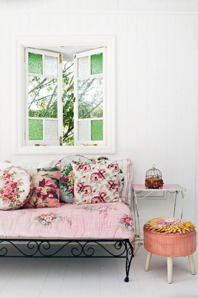 Romantic room with floral patterns- interior design ideas for own, private, intimate place.