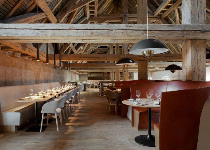 Rustic Restaurant With Barn Beams Founterior