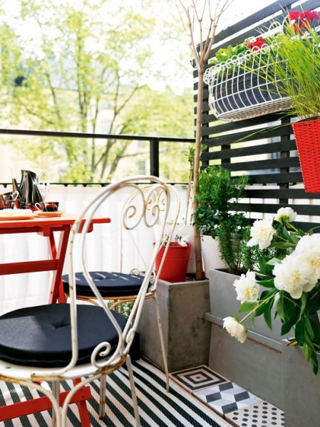 Scandinavian terrace with red accents-Trendy designs for outdoor home spaces