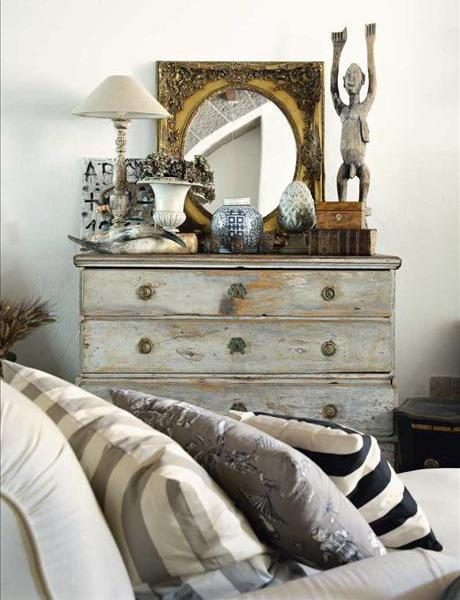 Shabby chic chest of drawers- interior design and home decorating ideas