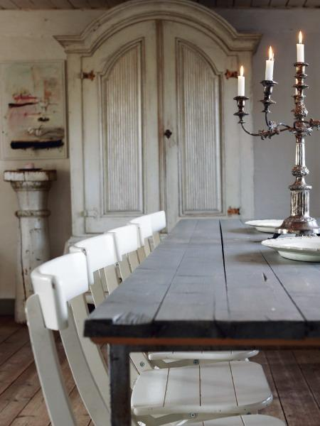 Shabby chic dining table with vintage candleholder- interior design and home decorating ideas
