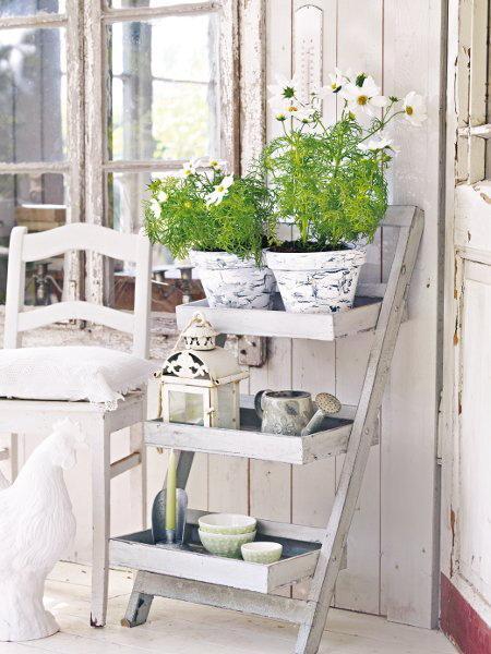 Shabby chic veranda- interior design and home decorating ideas