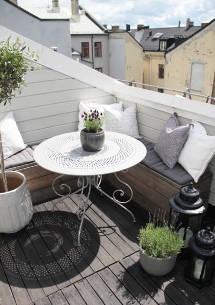 Small balcony in Scandinavian style-Trendy designs for outdoor home spaces