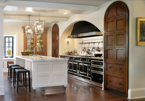 Spacious kitchen in traditional design-42 Kitchen Interior Design Trends for Traditional Homes