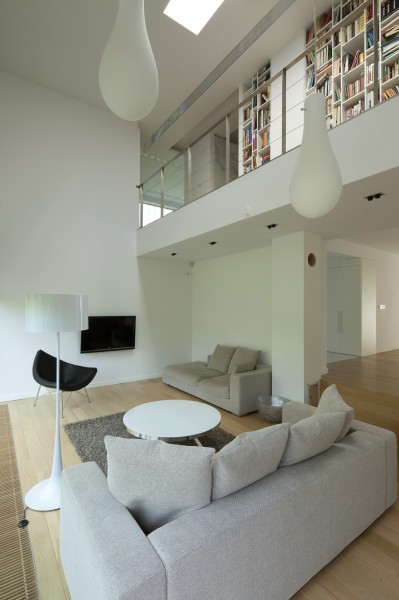 The double height in volume living room with its modern furniture-Contemporary House Architecture and Interior Design in Poland