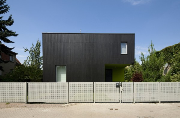 The front fence and facade-Contemporary House Architecture and Interior Design in Poland