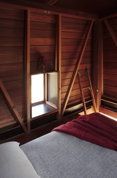 The little cozy master bedroom-Small Copper Tower Family Weekend Getaway in North Wales
