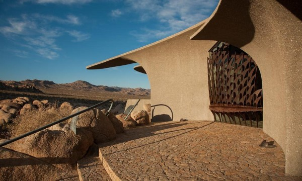 The main entrance of the desert home-Organic Desert Residence - Architecture and Interior Design
