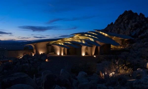 The modern house at night-Organic Desert Residence - Architecture and Interior Design