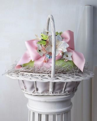 Traditional Easter basket in pink