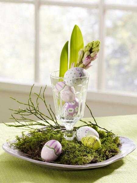 Very fresh and green Easter table centerpiece