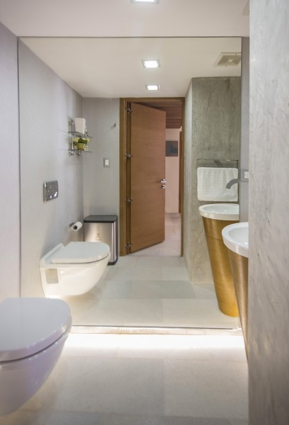 Very modern bathroom design in white