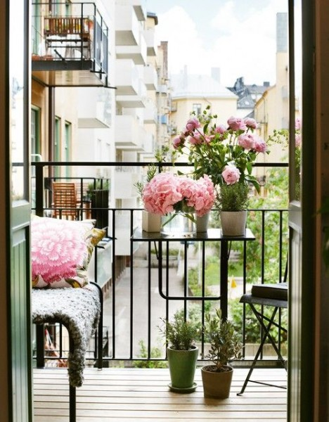 Very small Scandinavian apartment balcony-Trendy designs for outdoor home spaces