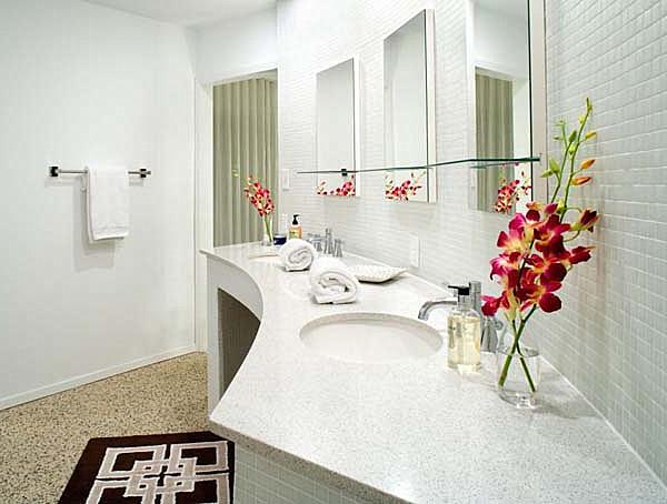 Bathroom decorating with red flowers and other accents