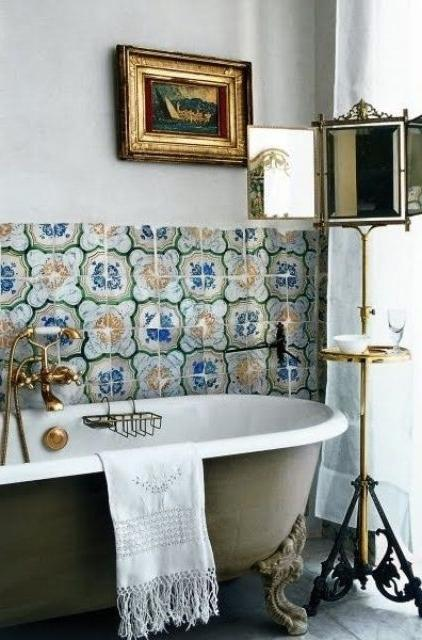 Bathroom decorating with small flowers and other vintage old-looking elements