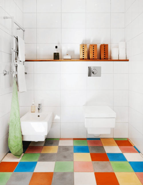 Bathroom decorting with colorful floor and white walls