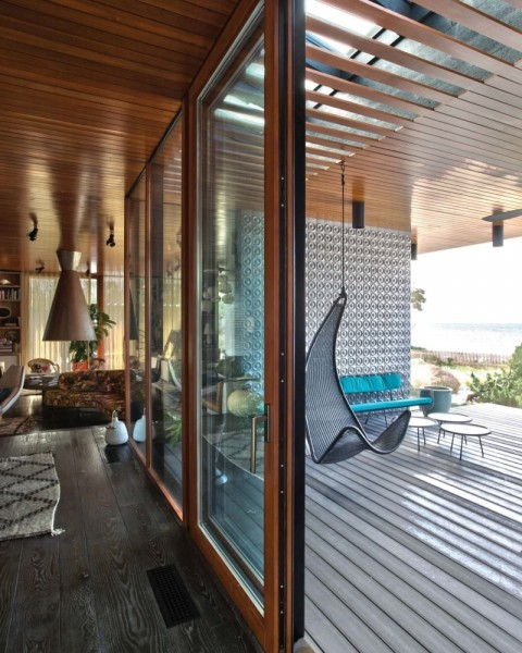 Boundary between indoor and outdoor- Modern Seaside House by Gray Organschi Architecture