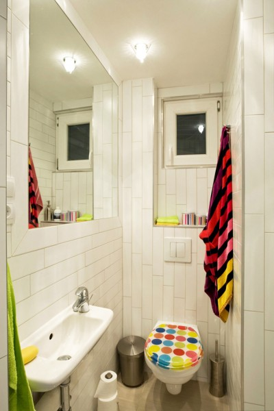 Colorful accents in a small bathroom