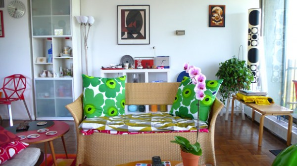 Colorful eclectic living room-modern interior design trends