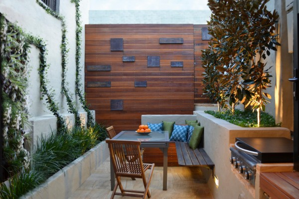 Contemporary small balcony decorated with flowers-Splendid mini home garden