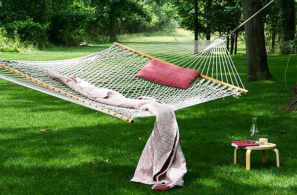 Hammock on the front lawn– a home garden lounge zone