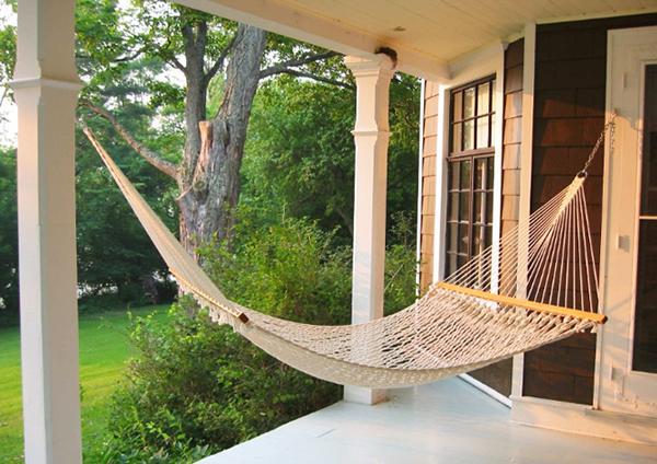 Hammock on the front veranda– a home garden lounge zone
