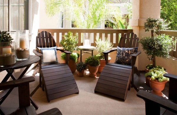 Lounge chairs on the balcony-Splendid mini home garden