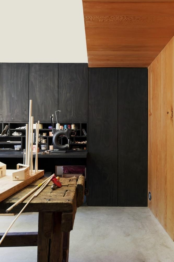 Minimalist house - the home workshop room with wooden accents