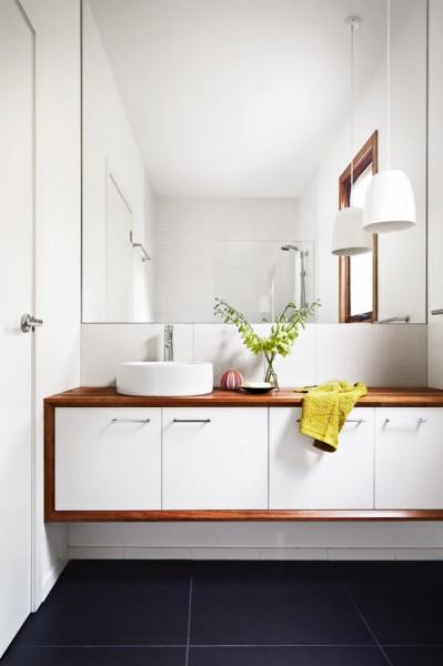 Minimalist small bathroom in white