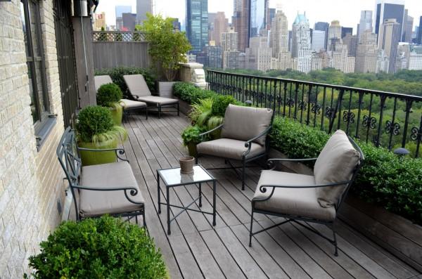Modern balcony in New York with green bushes-Splendid mini home garden