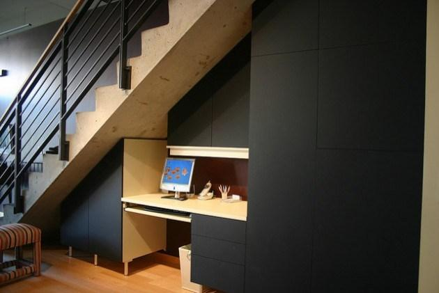 Modern home staircase in black and wooden colors