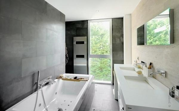 Raw elegance in a modern bathroom -Minimalist Villa in France
