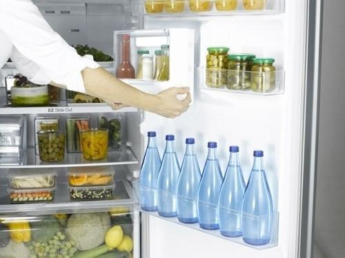Samsung 3050 - space for storage of various foods and drinks