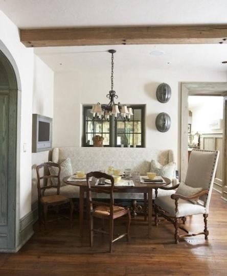 Shabby_chic_dining_room_with_rustic_barn_beams