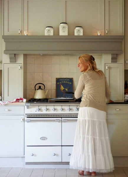 Shabby_chic_kitchen_with_vintage_stove