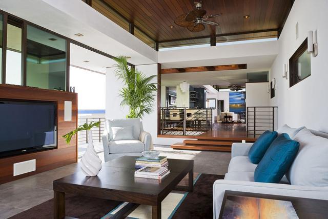 Shiny blue sofa pillows– for amazing living room interior design