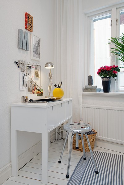 Small home office in a shabby chic room- Scandinavian Shabby Chic Apartment Interior in Gothenburg